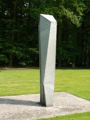 """Skulptur """"Grosse Figur I"""" (1961) von Hans Aeschbacher im Kröller-Müller Museum (KMM), Otterlo, Niederlande."""