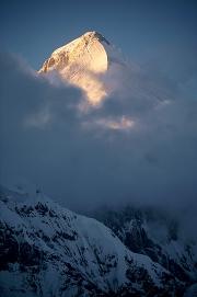 Khan Tengri (7.010 m) bei Sonnenuntergang