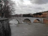 Roma, Tevere: ponte Cestio verso monte