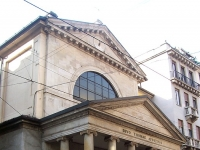 Neoklassizistische Fassade (Giuseppe Arganini, 1827) der San Tomaso Kirche, Mailand, Italien