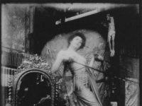 Alfons_Mucha_model_in_studio_008