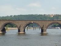 Die Balduinbrücke in Koblenz über die Mosel