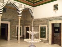 Bardo_Museum_traditional_court-2