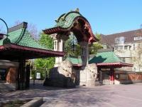 "Das \""Elefantentor\"" des Berliner Zoos; Eingang Budapester Straße"