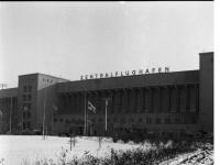 Bundesarchiv_B_145_Bild-F001298-0005,_Berlin,_Flughafen_Tempelhof