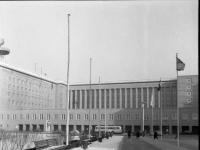 Bundesarchiv_B_145_Bild-F001298-0006,_Berlin,_Flughafen_Tempelhof