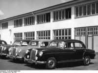 Bundesarchiv_B_145_Bild-F003556-0003,_Sindelfingen,_Mercedes_Autowerk