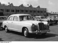 Bundesarchiv_B_145_Bild-F003556-0004,_Sindelfingen,_Mercedes_Autowerk