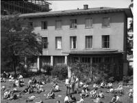 Bundesarchiv_B_145_Bild-F006599-0006,_Frankfurt-Main,_Studentenwohnheim