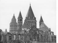 Bundesarchiv_B_145_Bild-F009747-0002,_Mainz,_Ruinen_vor_dem_Dom