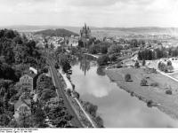 Bundesarchiv_B_145_Bild-F010303-0004,_Limburg,_Lahn_und_Dom