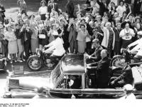 Bundesarchiv_B_145_Bild-F015727-0009,_Staatsbesuch_Präsident_der_USA,_Kennedy