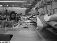 Bundesarchiv_B_145_Bild-F038797-0027,_Wolfsburg,_VW_Autowerk