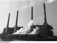 Bundesarchiv_B_145_Bild-F038814-0026,_Wolfsburg,_VW_Autowerk,_Kraftwerk