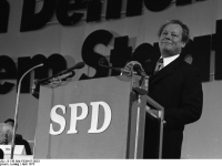 Bundesarchiv_B_145_Bild-F039417-0033,_Hannover,_SPD-Bundesparteitag,_Willy_Brandt