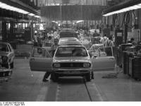 Bundesarchiv_B_145_Bild-F040729-0028,_Wolfsburg,_VW_Autowerk