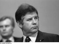 Bundesarchiv_B_145_Bild-F041436-0026,_Hamburg,_CDU-Bundesparteitag,_Biedenkopf