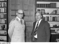 Bundesarchiv_B_145_Bild-F047783-0037,_Bonn,_Schmidt_mit_NATO_Oberbefehlshaber_Europa