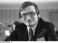 Bundesarchiv_B_145_Bild-F049584-0021,_Frankfurt,_FDP-Bundesparteitag,_Verheugen