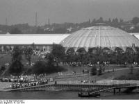 Bundesarchiv_B_145_Bild-F056332-0011,_Bonn,_Bundesgartenschau,_Rheinufer_mit_Fähranleger