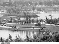 Bundesarchiv_B_145_Bild-F056332-0018,_Bonn,_Bundesgartenschau,_Seen