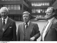 Bundesarchiv_B_145_Bild-F057026-0016,_Bonn,_Pflanzung_von_Kanzler-Gedächtnisbäumen