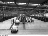 Bundesarchiv_B_145_Bild-F060156-0015,_Wolfsburg,_VW_Autowerk