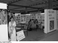 Bundesarchiv_B_145_Bild-F061584-0026,_Frankfurt-Main,_Buchmesse