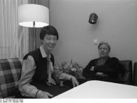 Bundesarchiv_B_145_Bild-F061601-0021,_Bundeswehrkrankenhaus_Koblenz,_Schmidt_mit_Gattin