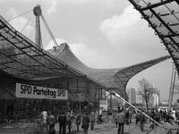 Bundesarchiv_B_145_Bild-F062766-0025,_München,_SPD-Parteitag,_Olympia-Halle