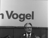 Bundesarchiv_B_145_Bild-F064863-0018,_Dortmund,_SPD-Parteitag,_Vogel