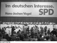 Bundesarchiv_B_145_Bild-F064863-0033,_Dortmund,_SPD-Parteitag