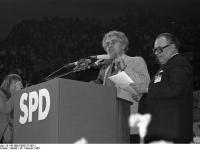 Bundesarchiv_B_145_Bild-F065127-0011,_Köln,_SPD_Wahlveranstaltung,_Jospin,_Wischnewski