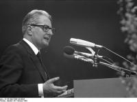 Bundesarchiv_B_145_Bild-F065128-0004,_Köln,_SPD_Wahlveranstaltung,_Vogel