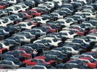 Bundesarchiv_B_145_Bild-F078946-0021,_Wolfsburg,_VW_Autowerk,_Parkplatz_Neuwagen