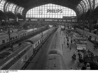 Bundesarchiv_B_145_Bild-F078948-0003,_Hamburg,_Hauptbahnhof