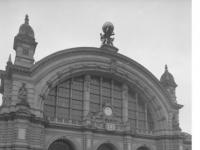 Bundesarchiv_B_145_Bild-F078972-0021,_Frankfurt-Main,_Hauptbahnhof