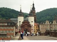 Bundesarchiv_B_145_Bild-F079104-0023,_Heidelberg,_Alte_Brücke_mit_Tor