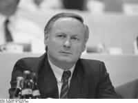 Bundesarchiv_B_145_Bild-F079276-0010,_Münster,_SPD-Parteitag,_Lafontaine