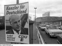 Bundesarchiv_B_145_Bild-F086568-0028,_Leipzig,_Bundestagswahl,_Wahlwerbung