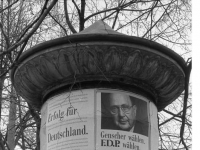 Bundesarchiv_B_145_Bild-F086568-0034,_Leipzig,_Bundestagswahl,_Wahlwerbung