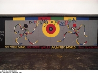 Bundesarchiv_B_145_Bild-F086696-0021_Berlin_bemalte_Reste_der_Berliner_Mauer