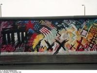 Bundesarchiv_B_145_Bild-F086696-0032_Berlin_bemalte_Reste_der_Berliner_Mauer