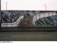 Bundesarchiv_B_145_Bild-F086696-0037_Berlin_bemalte_Reste_der_Berliner_Mauer