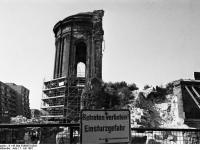 Bundesarchiv_B_145_Bild-F088675-0031,_Dresden,_Ruine_der_Frauenkirche