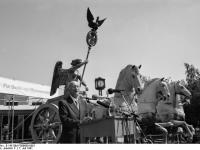 Bundesarchiv_B_145_Bild-F088690-0001,_Berlin,_Enhüllung_der_restaurierten_Quadriga