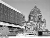 Bundesarchiv_B_145_Bild-F088843-0005,_Berlin,_Palast_der_Republik,_Berliner_Dom