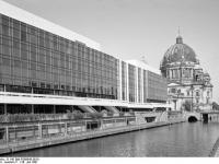Bundesarchiv_B_145_Bild-F088843-0016,_Berlin,_Palast_der_Republik,_Berliner_Dom