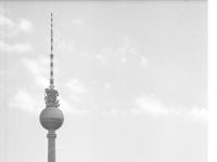 Bundesarchiv_B_145_Bild-F088844-0026,_Berlin,_Spree,_Fernsehturm