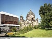 Bundesarchiv_B_145_Bild-F088849-0003,_Berlin,_Palast_der_Republik,_Berliner_Dom
